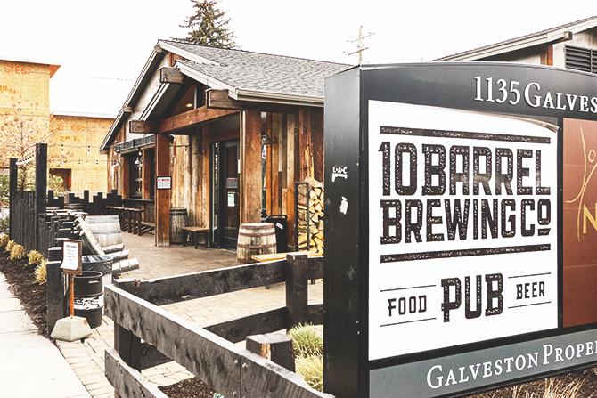 10 Barrel's pub in Bend
